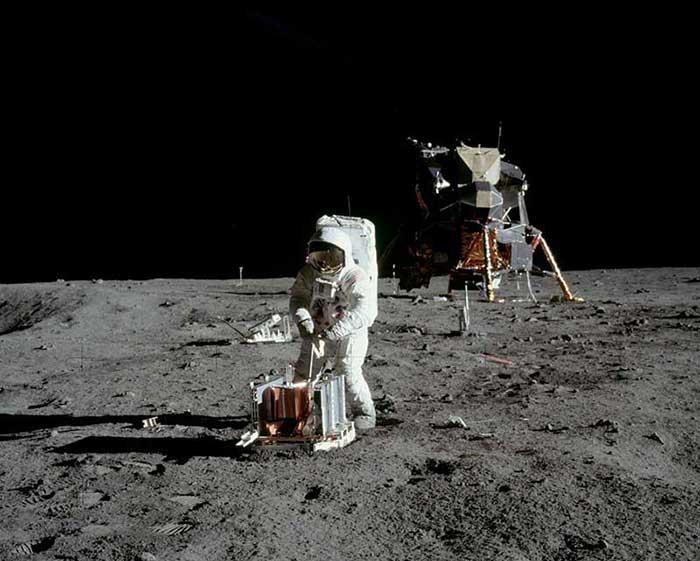 Nasa Çalışması: Ay'a Düşen Astronotlar